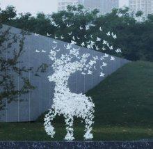 蝴蝶散布于鹿雕塑3d模型